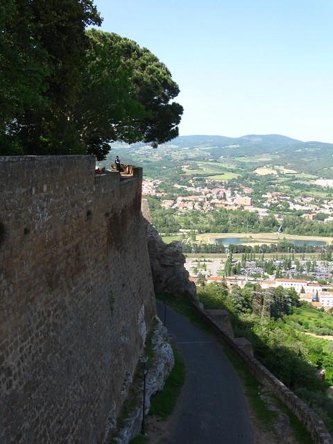 オルヴィエートから見下ろした風景のフリー写真素材