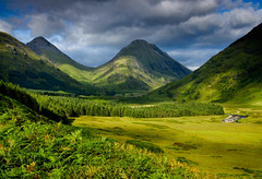 Glen Etive (.Brian Kerr Photography.) Tags: trees mountains landscape scotland highlands scottish glencoe westcoast glenetive highlandsislands lochetive riveretive briankerrphotography buachaillieetivemor caledonconiferforests