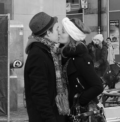 NO HANDS! (mly2000) Tags: woman girl beauty copenhagen kissing downtown january young nohands strget pedestrianstreet mly2000