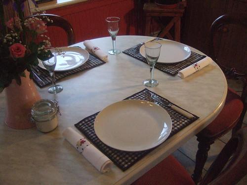 gingham/strawberry table set