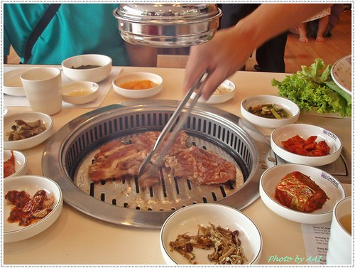 Daorae staff doing the grilling work