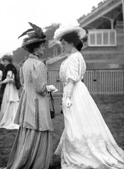 Belle poque England-Glorious Goodwood races (april-mo) Tags: england hats horseraces gloriousgoodwood vintageengland bellepoqueengland bellepoqueladies gloriousgoodwoodhorseraces