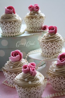 Mini vintage rose cupcakes by Cotton and Crumbs