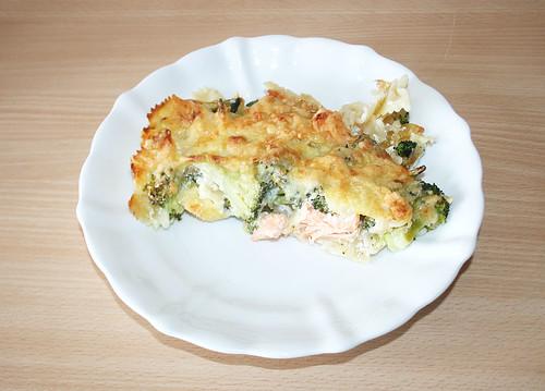 21 - Lachs-Brokkoli-Nudelauflauf - Auf-Teller