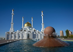 The Nur-Astana Mosque Kazakhstan (Eric Lafforgue) Tags: building water fountain horizontal architecture outside religious outdoors vanishingpoint eau exterior minaret muslim islam faith capital religion belief bluesky nopeople mosque structure cupola dome foi mosquee spirituality capitale centralasia kazakhstan fontaine kazakh modernarchitecture easterneurope batiment jetdeau astana edifice dehors coupole religieux musulman cielbleu exterieur pointdefuite vueexterieure croyance  spiritualite goldencupola nurastana nurastanamosque akmola akmolinsk mosqueenurastana achitecturemoderne kz4853 coupoledoree