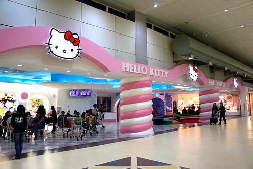 這裡是 Hello Kitty 主題的的候機室
