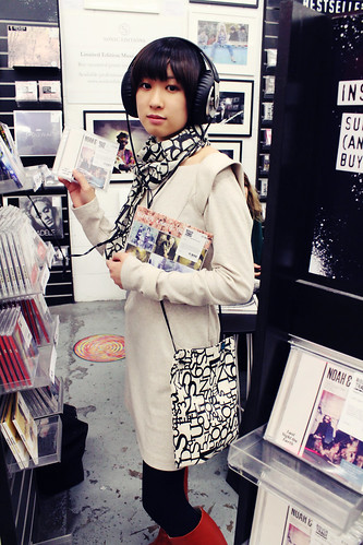 Queens Of Sounds Anagram Scarf  & Sholder bag - Yui