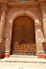 GTO - Puerta de casa (novato001 / La mejor foto aún no es tomada...) Tags: colonial iglesia sanmigueldeallende guanajuato talavera artesania latón