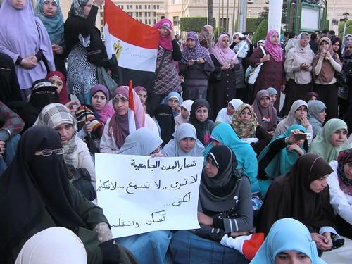طالبات المدن الجامعية تحت الارهاب-تصوير داليا العقاد