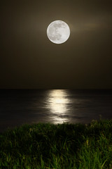 Perigee Moon (Carlos Gotay Martnez) Tags: sea moon reflection coast puertorico horizon arecibo moonrise perigee perigeemoon supermoon
