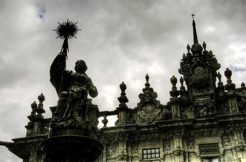 Cathedral detail and fountain. Santiago de Compostela. Detalle de la catedral y fuente