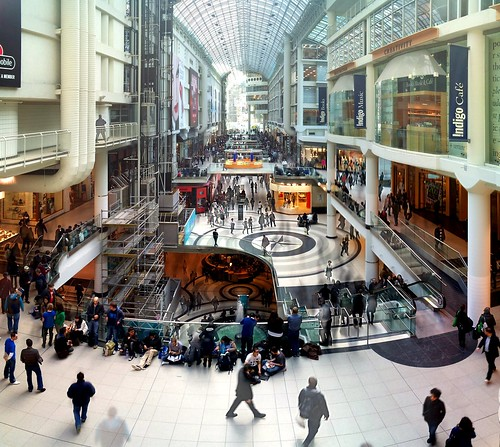 Photo of the Eaton Centre Apple Store lineup on iPad 2 launch in Toronto, Canada