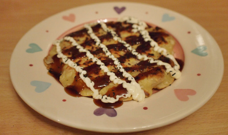 Step 7: Transfer to a plate, top with Okonomiyaki sauce, mayonnaise and seaweed sprinkles