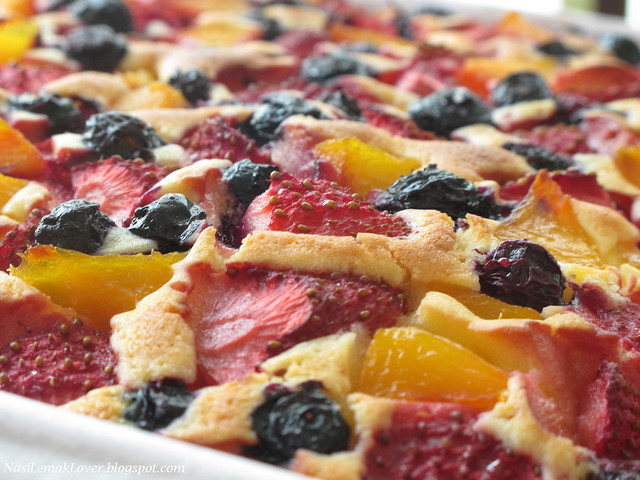 mixed fruits pastry cake