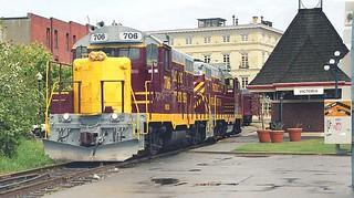 canada - locos 706 x 705 victoria station bc 00 JL