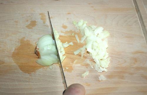 22 - Zwiebel würfeln