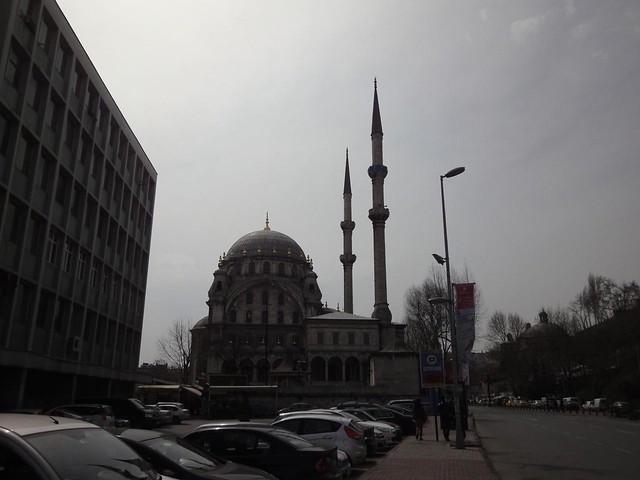 Mesquita com torres cilíndricas em Istambul