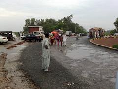 Qadirabad Barrage. (Aatisam Nasir Tarar) Tags: bridge pakistan sunset people water beautiful wonderful river canal flood eid punjab barrage 2010 picnicpoint 2011 g