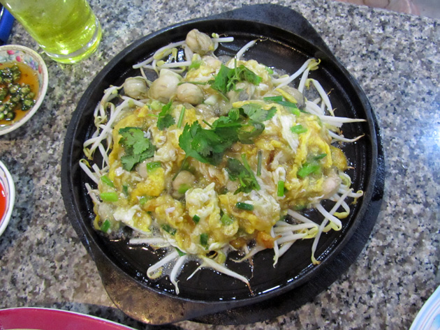 Or suan (sizzling oyster omelet ออส่วน)