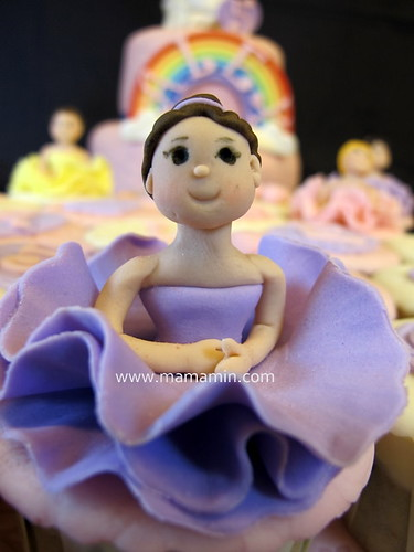 Close up of ballerina topper by Mama Min
