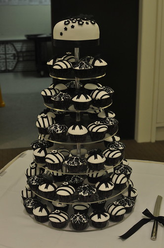 Black white and silver wedding cupcakes – Ali wolf style wedding