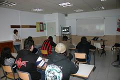 En la fotografía se puede observar a un grupo de alumnos/as en una de las aulas del centro.