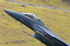"91-0335  F15 Strike Eagle ""Going Ballistic""...!!! (PhoenixFlyer2008) Tags: wales training canon flying eagle loop military low level strike mach idris f15 cadair usafe lfa7 neilbates"