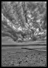 Avis d'orage sur Damgan (skripink) Tags: sky bw mer clouds pentax sigma bretagne nb ciel 1020mm nuages seashore morbihan hdr kx damgan