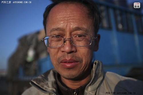 """3月29日早晨,两人抵达吉林四平等待取货,奔波了30多个小时的郭伟明显得有些疲惫。郭伟明由于从小体弱,他的母亲希望他能长得健壮些,起了个小名叫""""老虎"""",开车的司机朋友也都称呼他""""老虎""""。"""