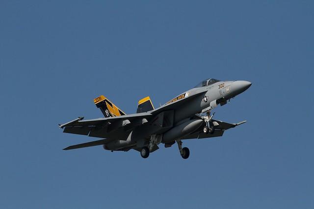 "U.S.NAVY F-18E Super Hornet ""Golden Dragons"" CAG"