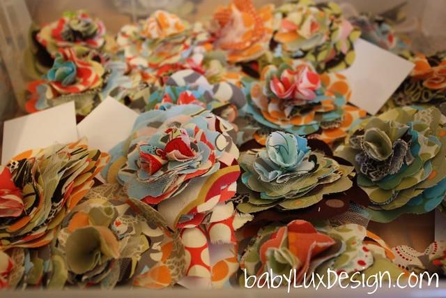 babyluxdesign.com /fabric flower pins