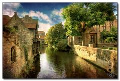 Canals of Brugge (rjt208) Tags: heritage tourism belgium brugge scenic historic canals bruges flanders veniceofthenorth juanluisvives canon400d rjt208 joanlluísvivesimarch