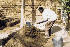 BurkinaBricks (sudphoto) Tags: construction mud bricks worker shovel burkinafaso december1989