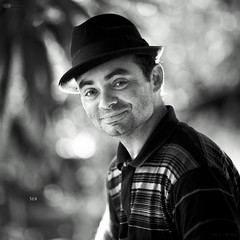 Seb 239/365 (Alucardo) Tags: portrait bw sun white david black smile hat smiling canon square photography blackwhite photographie bright bokeh thomas sunny kind explore l 365 seb 135mm project365 explored strobist thomasdavid 5d2 5dii defi365 thomasdavidphotography thomasdavidphotographie