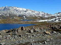 Agua, nieve y Copahue (Mariano Prez) Tags: patagonia agua camino nieve montaa cordillera neuquen lagunas volcan copahue cordilleradelosandes surargentino volcancopahue lagunalasmellizas