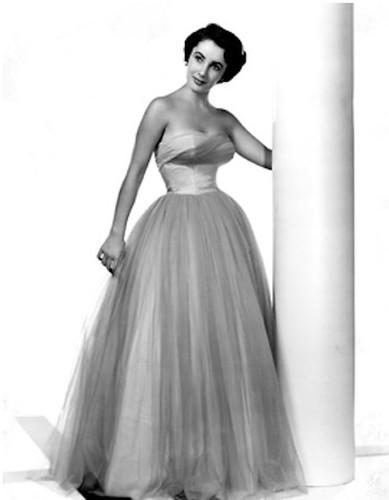 10 Iconic Looks of Elizabeth Taylor