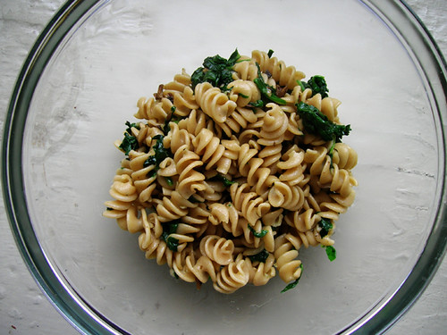 pasta with sauteed spinach and mushrooms