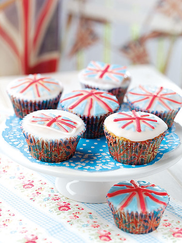 5602406859 f2f423cc56 Royal Wedding, British Cupcakes for Prince William and Kate Middleton   Or the Queens Jubilee!
