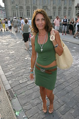 Street capture: The sexy woman in green (yago1.com) Tags: street people woman green 2004 canon switzerland zuerich greeen eos10d 17mm yago1