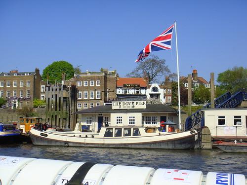 Zona de pubs en Hammersmith Bridge
