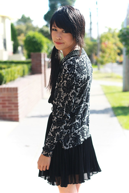 CRYSTAL COLLARS & PRINTED LACE