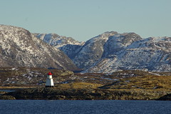 Outpost (Joko-Facile) Tags: sea lighthouse mountains norway landscape see norwegen berge landschaft leuchtturm hurtigruten kvalya wbnawno