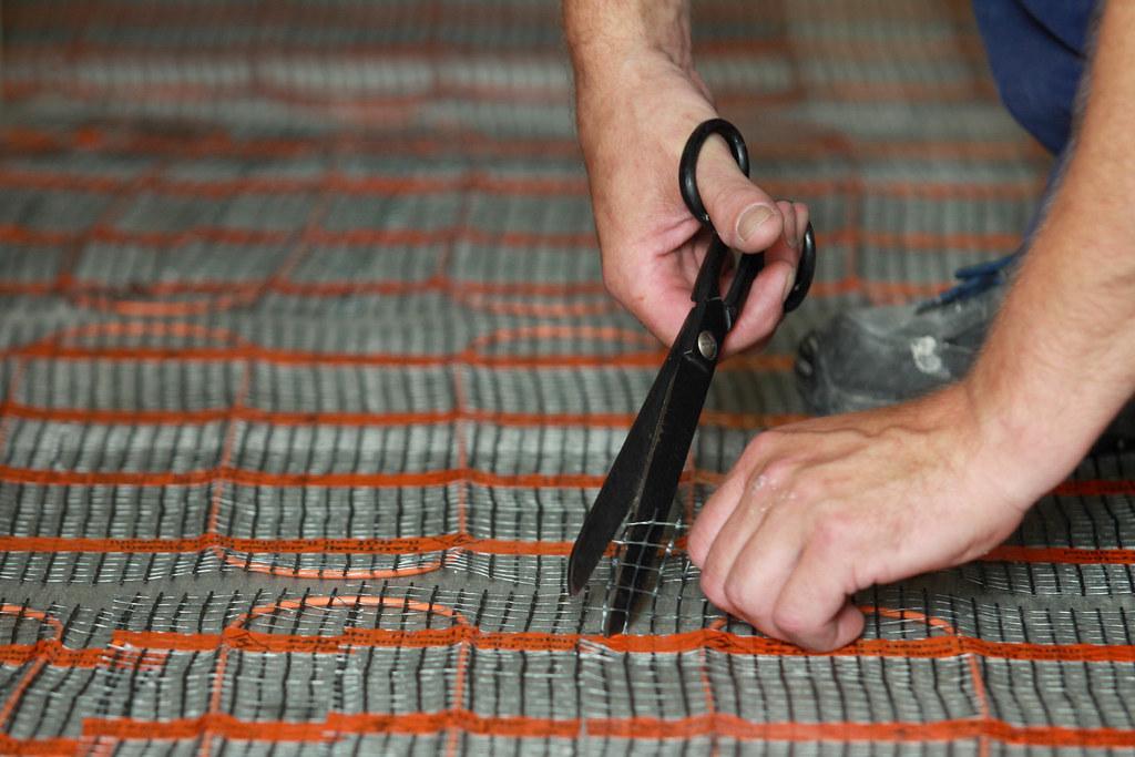 cutting-underfloor-heating