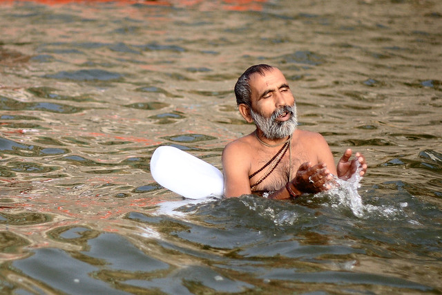 Zdjęcie tygodnia – Kąpiel w Gangesie
