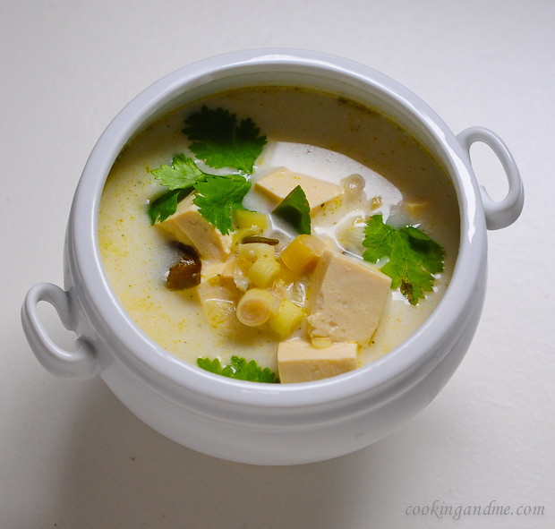 vegetarian thai tom kha gai soup