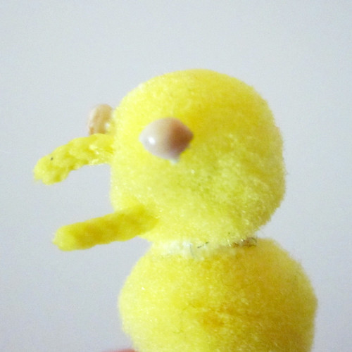 How to Make Pompom Peeps 0177