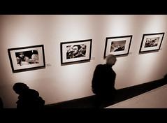 Leggermente fuori fuoco (Cinzia Robbiano) Tags: war foto pics guerra exhibitions genoa genova robertcapa mostre