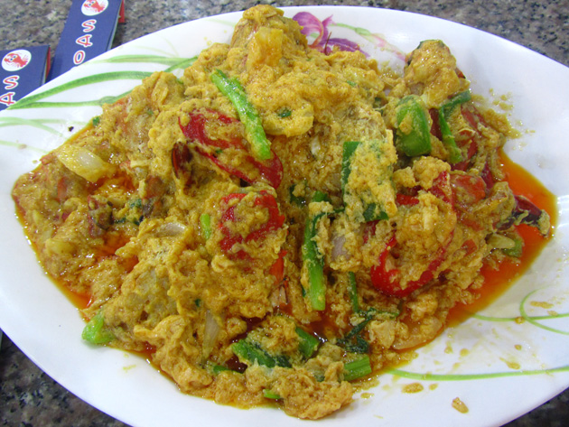 Boo pad pongali (crab yellow curry) ปูผัดผงกะหรี่