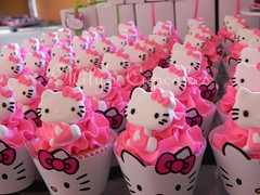 Cupcakes Kitty pink con wrappers (Mily'sCupcakes) Tags: pink argentina cookies souvenirs cupcakes buenos aires towers kitty sanrio packaging milys