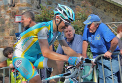 Fredrik Kessiakoff (sjaradona) Tags: sports bike sport canon cycling sweden professional climbing april 20 fredrik uphill mur huy uci bycicle muur koers pijl wielrennen worldtour flche hoei 2011 waalse img6876 wallonne kessiakoff
